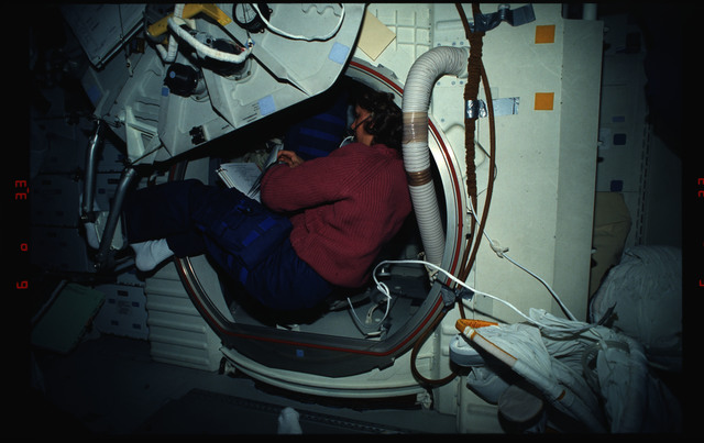 STS061-03-021 - STS-061 - Various views of the STS-61 crew on the middeck with EVA equipment