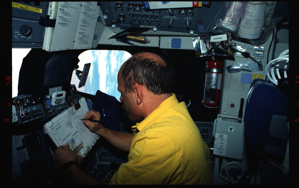 STS061-04-009 - STS-061 - Various views of the STS-61 crew on the flight deck during HST capture