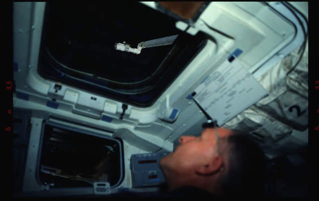 STS061-04-016 - STS-061 - Various views of the STS-61 crew on the flight deck during HST capture