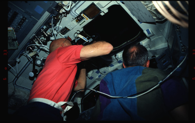 STS061-04-018 - STS-061 - Various views of the STS-61 crew on the flight deck during HST capture