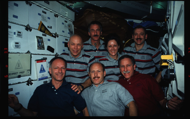 STS061-11-007 - STS-061 - In-flight STS-61 crew portraits