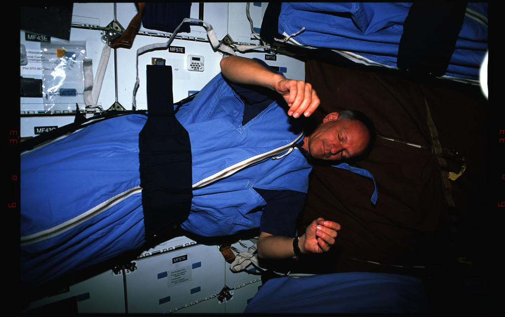 STS061-16-017 - STS-061 - Various views of STS-61 crewmembers sleeping and shaving on the middeck