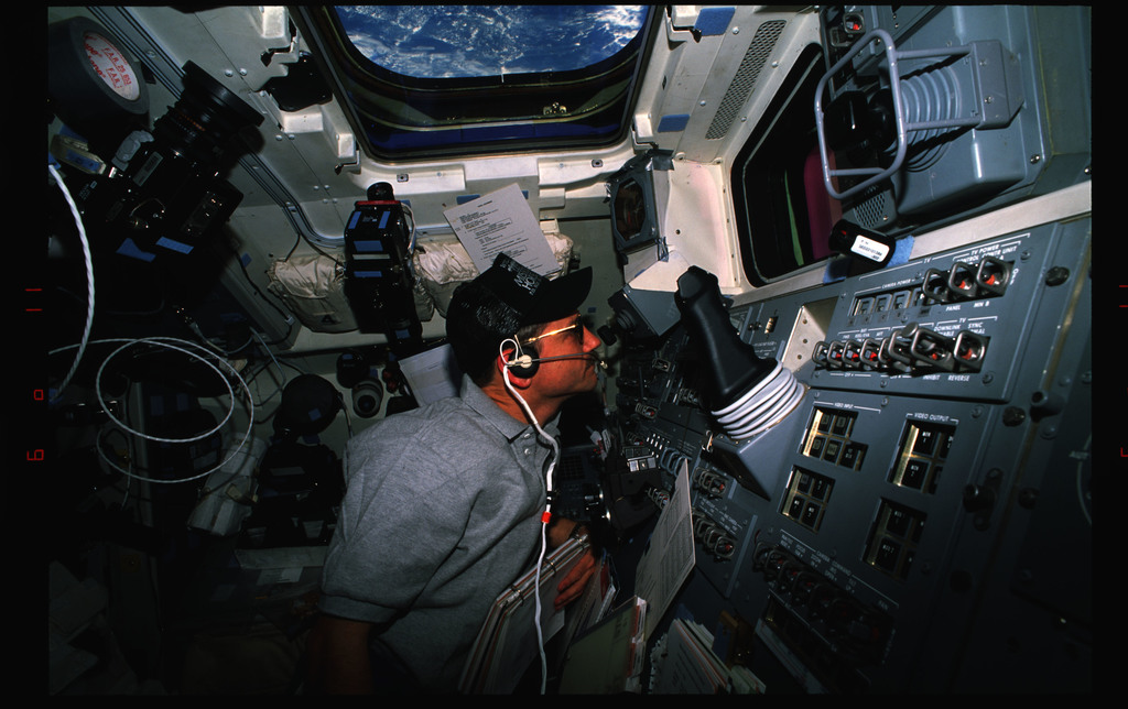 STS061-21-011 - STS-061 - Various views of STS-61 crew on the flight deck during EVA