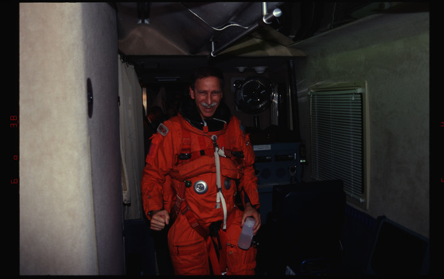 STS061-29-021 - STS-061 - Post landing views of STS-61 crew with KSC personnel and families