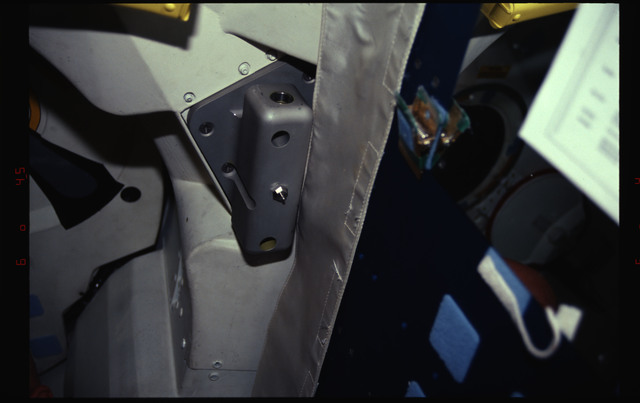 STS061-31-007 - STS-061 - Bracket on airlock entrance
