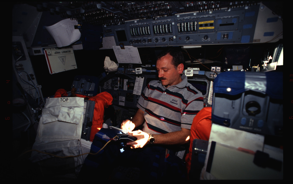 STS061-33-001 - STS-061 - Various views of the STS-61 crew on the flight deck
