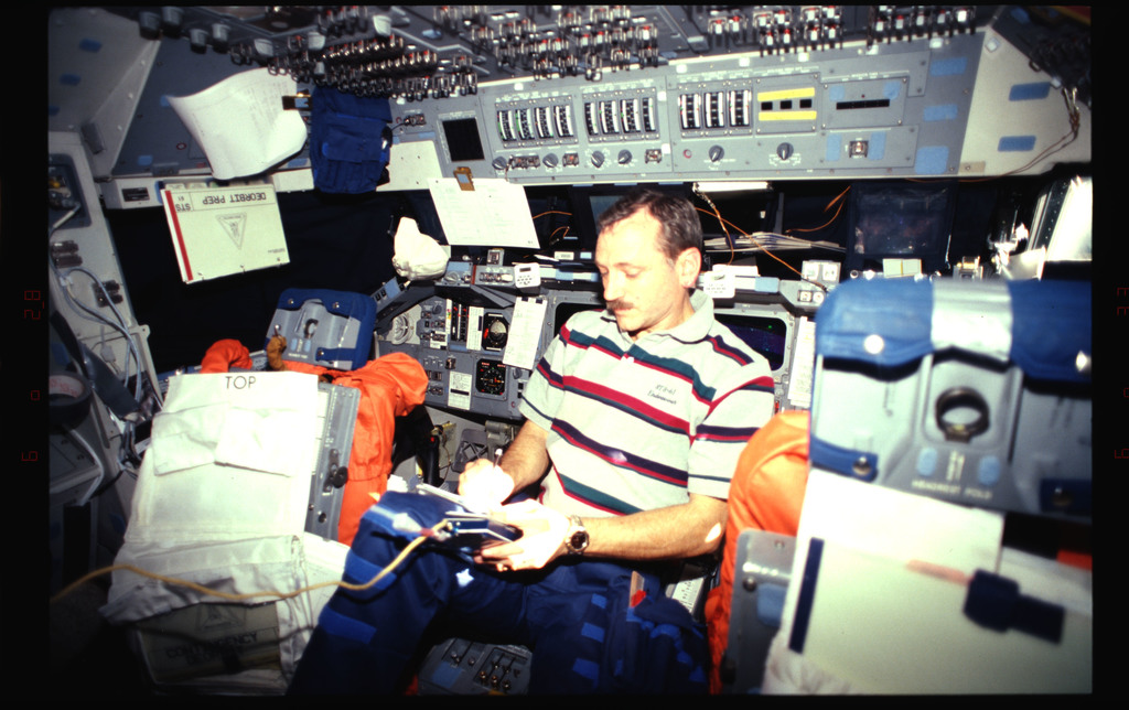 STS061-33-003 - STS-061 - Various views of the STS-61 crew on the flight deck
