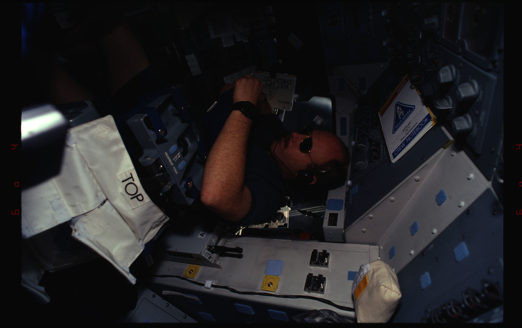 STS061-34-015 - STS-061 - Various views of the STS-61 crew on the flight deck