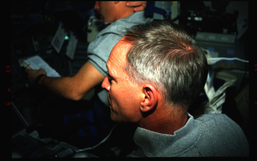 STS061-42-001 - STS-061 - Various views of the STS-61 crew on the flight deck