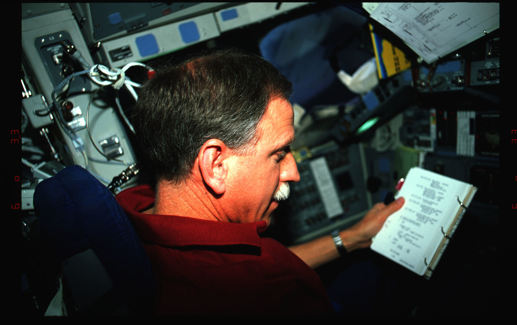 STS061-42-005 - STS-061 - Various views of the STS-61 crew on the flight deck