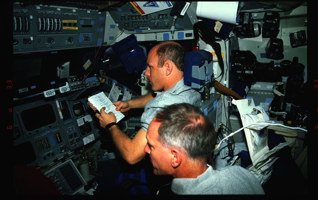 STS061-42-007 - STS-061 - Various views of the STS-61 crew on the flight deck