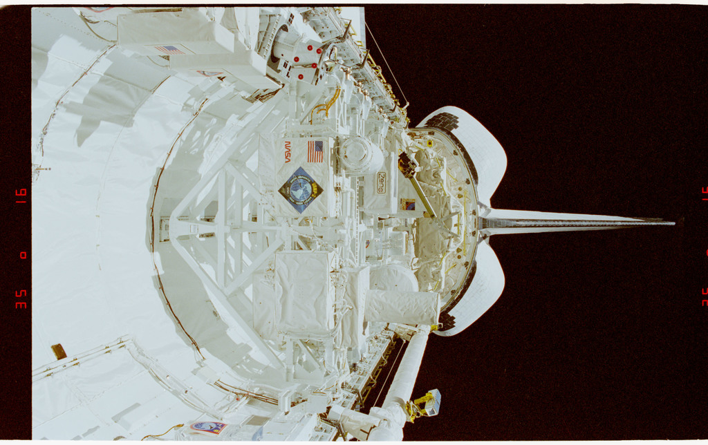 STS062-14-002 - STS-062 - Columbia's payload bay