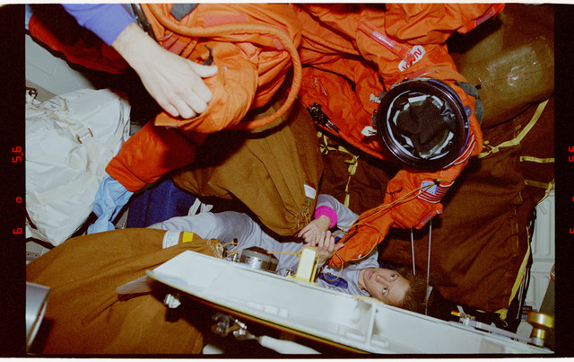 STS062-15-031 - STS-062 - Liquid cooling and ventilation garments (LCVGs)