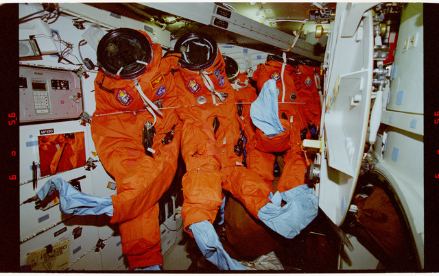 STS062-15-034 - STS-062 - Liquid Cooling and Ventilation Garments (LCVGs) on line