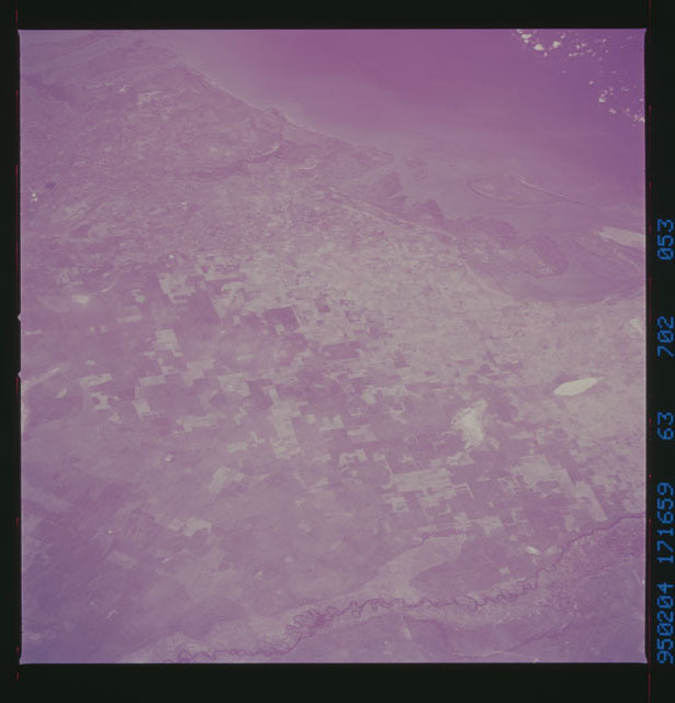 STS063-702-053 - STS-063 - Infrared images of the Earth