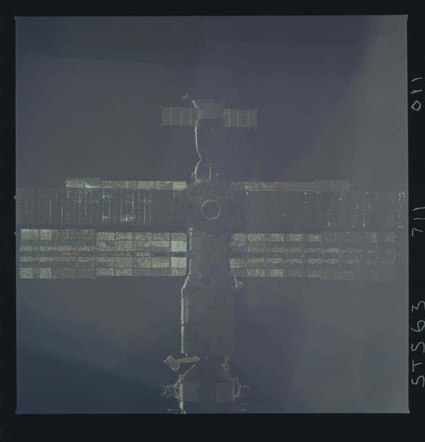 STS063-711-011 - STS-063 - Mir Space Station as viewed from STS-73