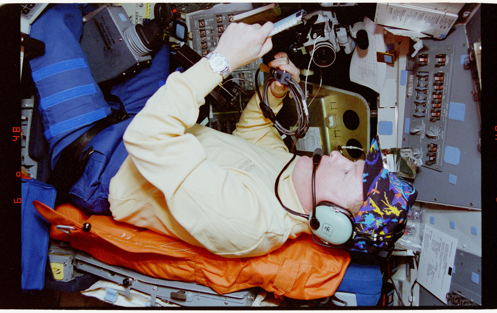 STS064-08-034 - STS-064 - Cdr. Richards participating in Shuttle Amateur Radio Experiment II
