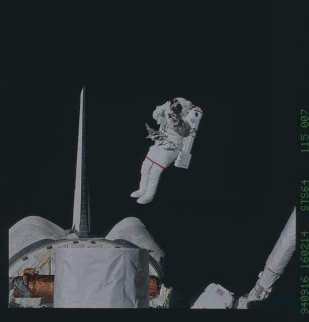 STS064-115-007 - STS-064 - SAFER,DTO 661,tested during an Extravehicular Activity (EVA)