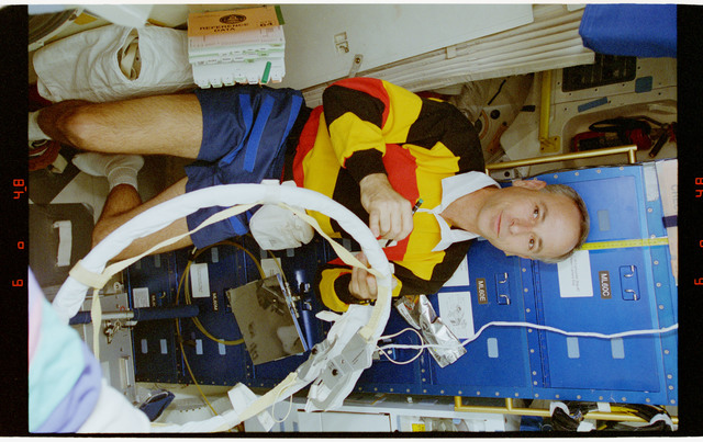 STS064-16-031 - STS-064 - MS Meade working in Discovery's airlock