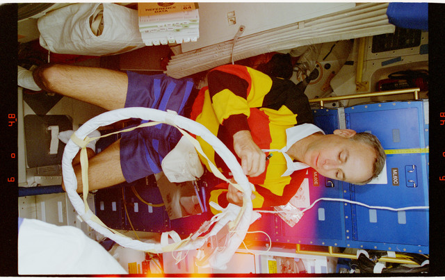 STS064-16-032 - STS-064 - MS Meade working in Discovery's airlock