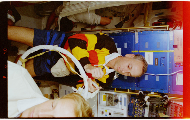 STS064-16-033 - STS-064 - MS Meade working in Discovery's airlock