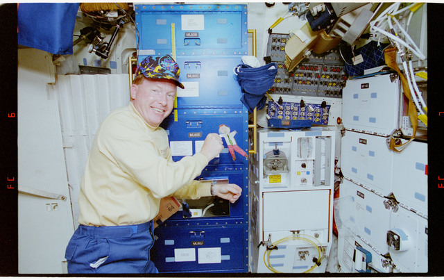 STS064-21-006 - STS-064 - Various views of ``Flat Freddy,`` an educational toy, on STS-64