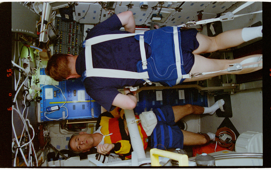 STS064-23-006 - STS-064 - Cdr. Richards and MS Meade conduct part of an EDO treadmill evaluation