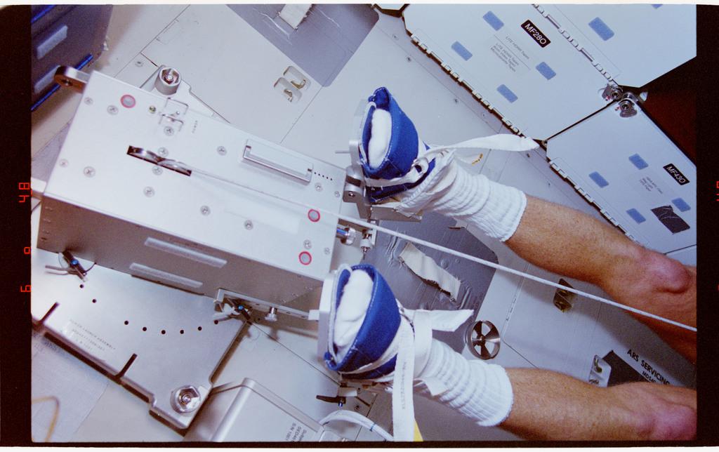 STS064-23-032 - STS-064 - Pilot Hammond participates in an EDO rower ergometer evaluation