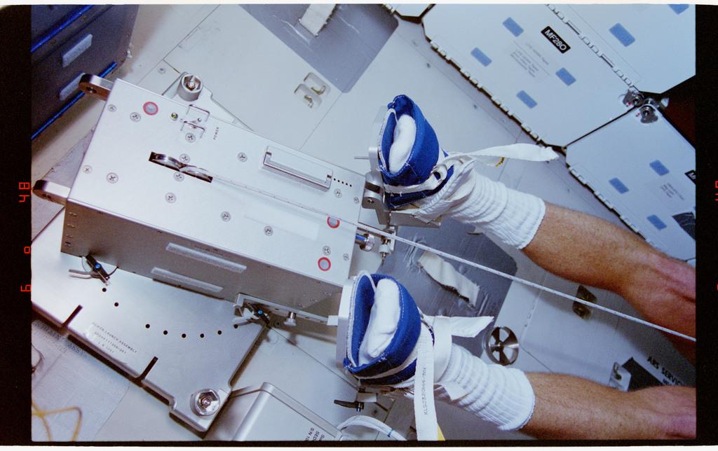 STS064-23-033 - STS-064 - Pilot Hammond participates in an EDO rower ergometer evaluation