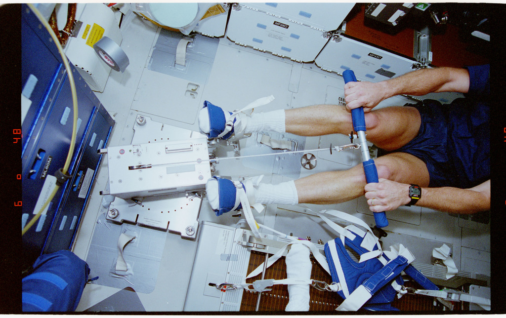 STS064-23-034 - STS-064 - Pilot Hammond participates in an EDO rower ergometer evaluation