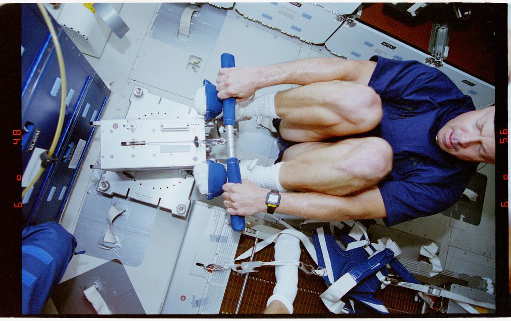 STS064-23-035 - STS-064 - Pilot Hammond participates in an EDO rower ergometer evaluation