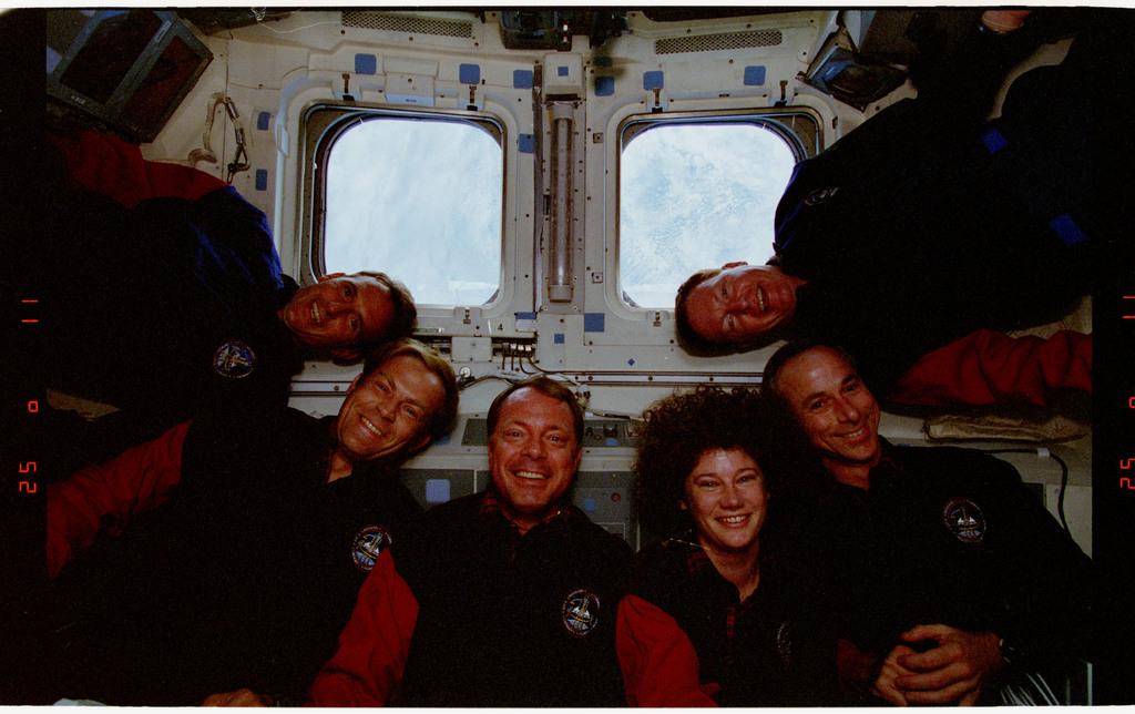 STS064-24-019 - STS-064 - STS-64 crew portrait