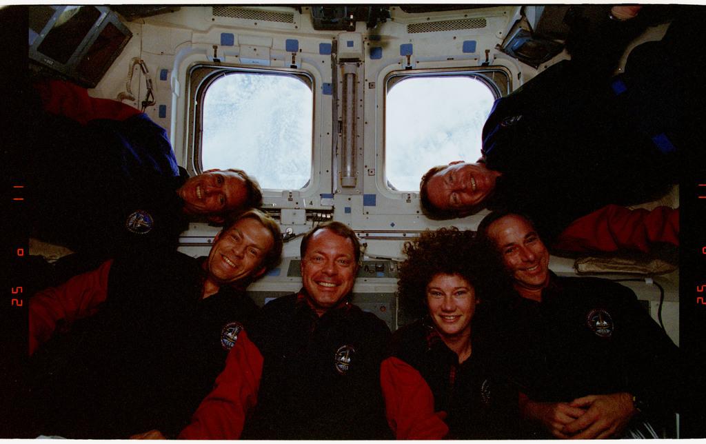 STS064-24-020 - STS-064 - STS-64 crew portrait