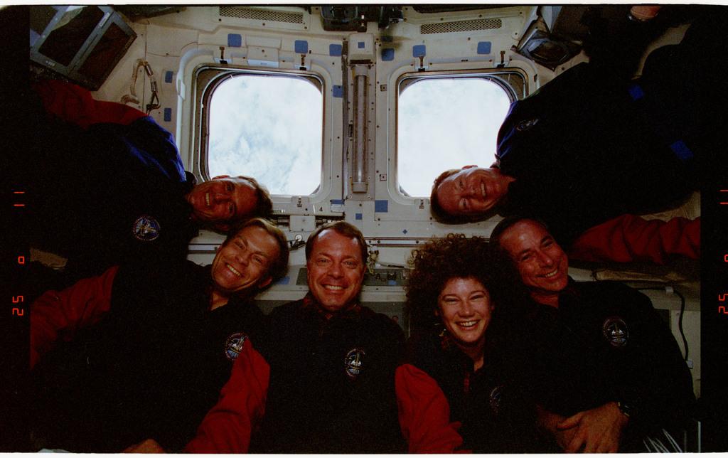 STS064-24-021 - STS-064 - STS-64 crew portrait