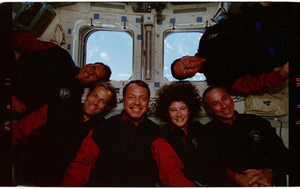 STS064-24-031 - STS-064 - STS-64 crew portrait