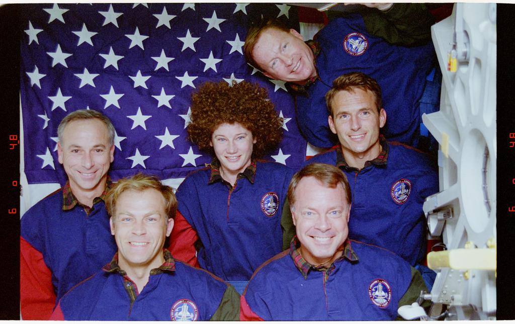 STS064-24-033 - STS-064 - STS-64 crew portrait