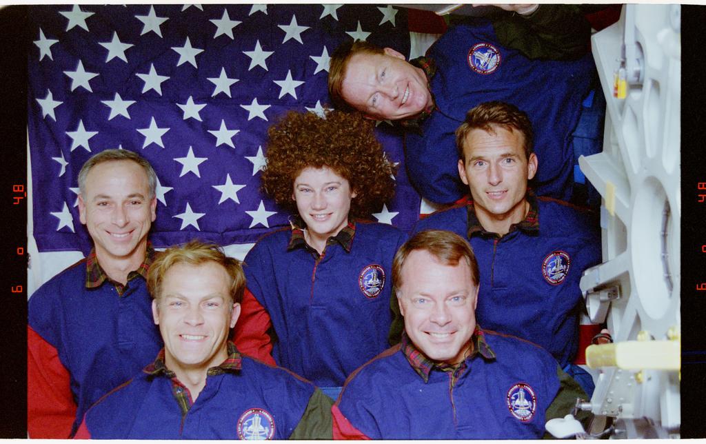 STS064-24-035 - STS-064 - STS-64 crew portrait