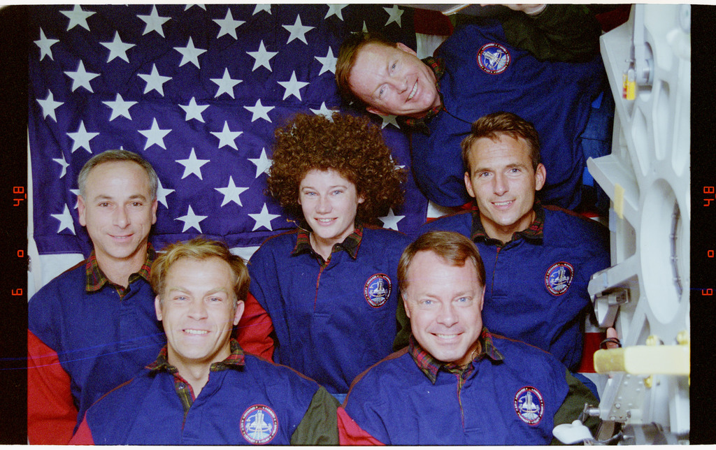 STS064-24-036 - STS-064 - STS-64 crew portrait
