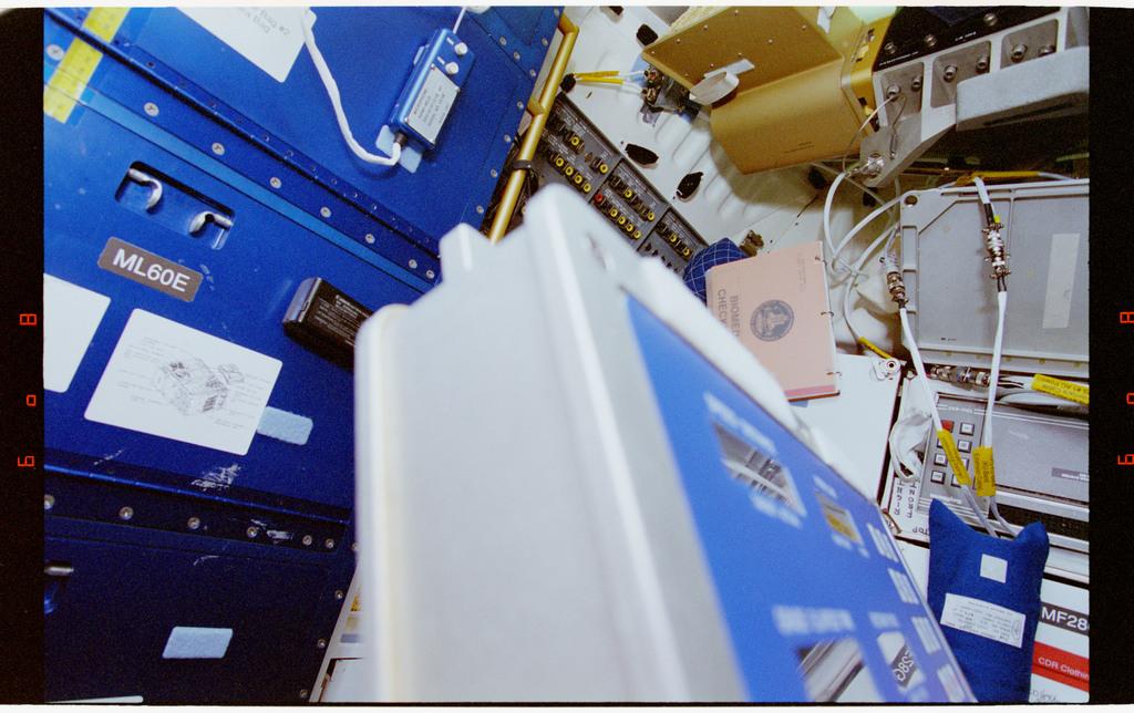 STS064-27-032 - STS-064 - Middeck locker and treadmill top