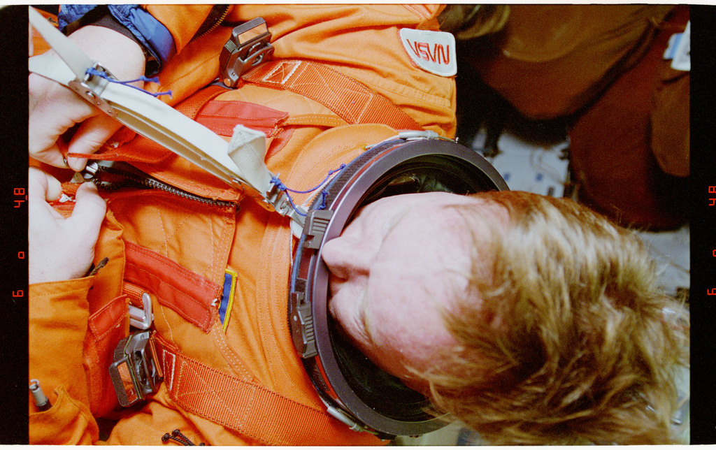 STS064-28-009 - STS-064 - Cdr. Richards getting into his Launch and Entry Suit