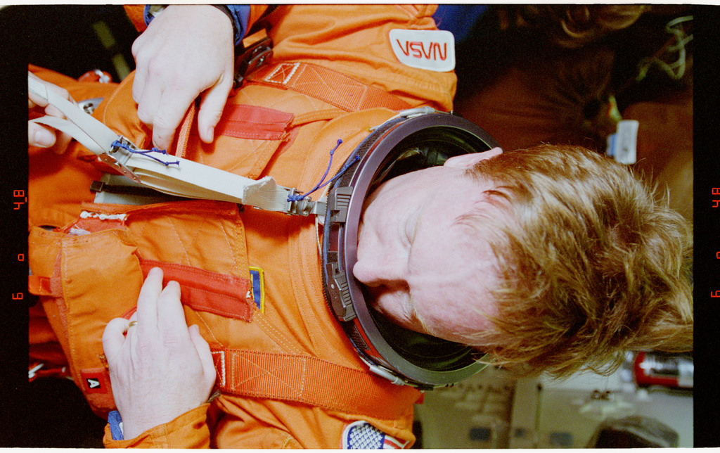 STS064-28-011 - STS-064 - Cdr. Richards getting into his Launch and Entry Suit