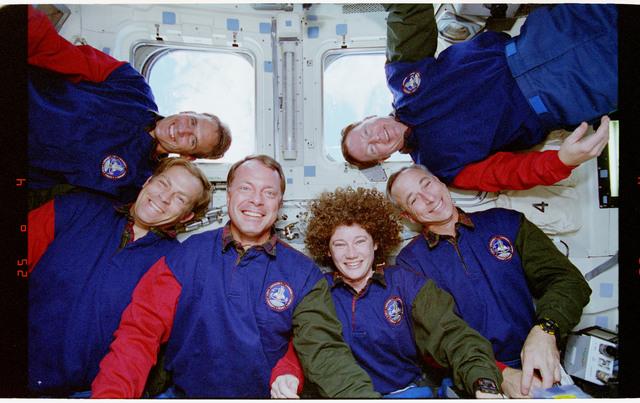 STS064-30-010 - STS-064 - STS-64 crew portrait