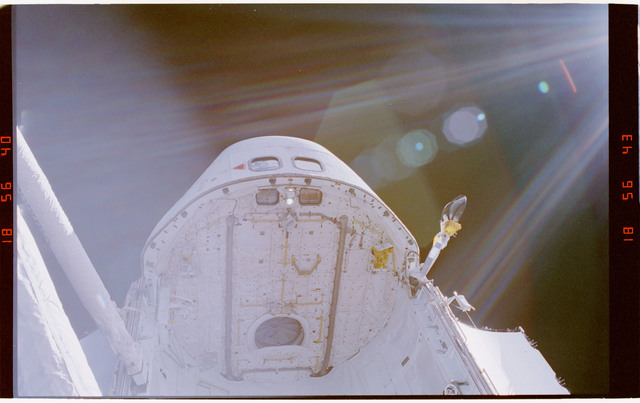 STS064-310-013 - STS-064 - Open airlock hatch on forward payload bay