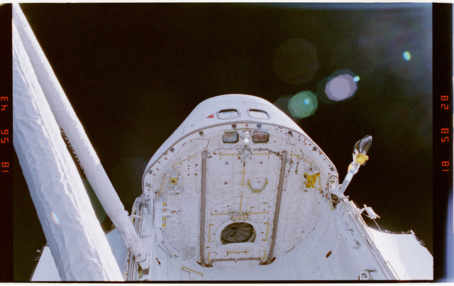STS064-310-014 - STS-064 - Open airlock hatch on forward payload bay