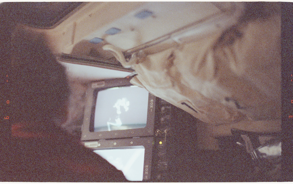STS064-60-007 - STS-064 - Flight deck monitor displaying an EVA