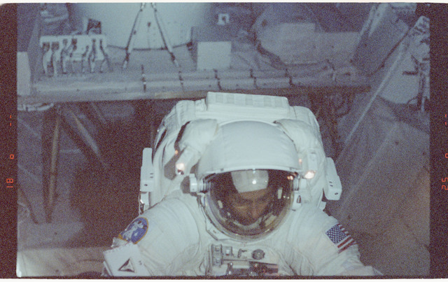 STS064-60-021 - STS-064 - MS Meade testing the SAFER during an EVA