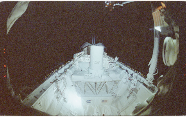 STS064-61-011 - STS-064 - SPARTAN 201 attached to Discovery's RMS