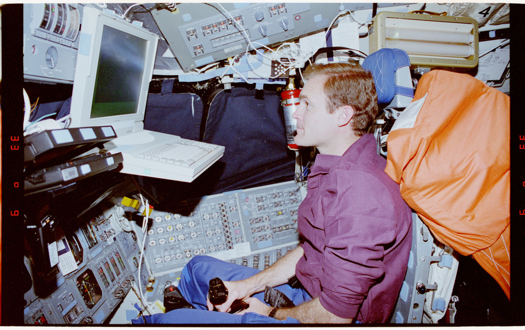 STS065-20-006 - STS-065 - PILOT - Halsell works with portable in-flight landing operations trainer