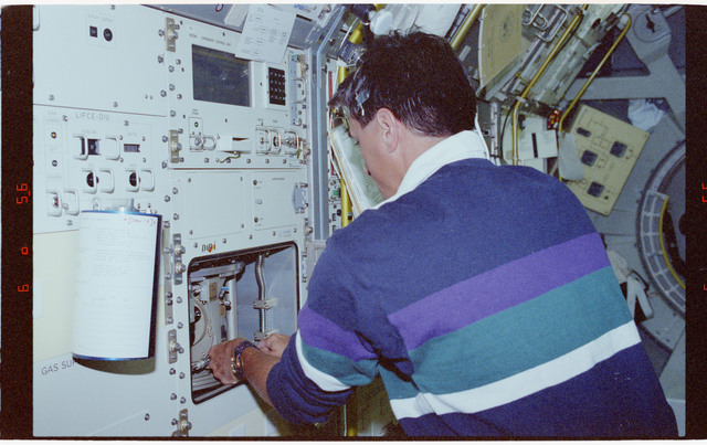 STS065-202-013 - STS-065 - NIZEMI - Thomas at Rack 7