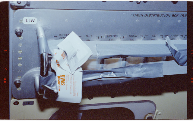 STS065-204-017 - STS-065 - Empty alcohol swab packets in the Spacelab